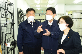 The KFTC conducted a field inspection of an auto parts manufacturer to explore the challenges in the industry(May 19, 2020)_1